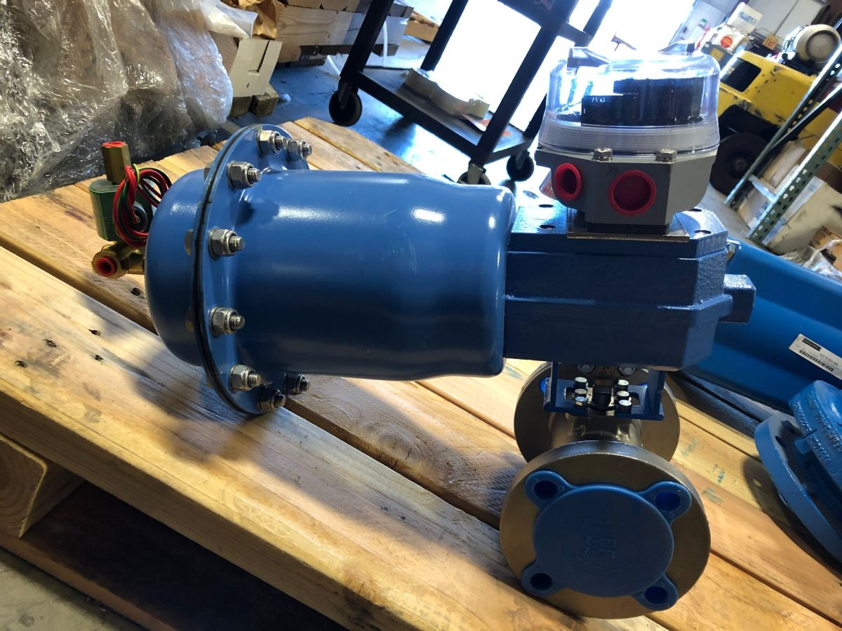 Jamesbury 2in Class 150 Ball Valve 7150313600XTZ2 W/ Actuator And Limit Switch