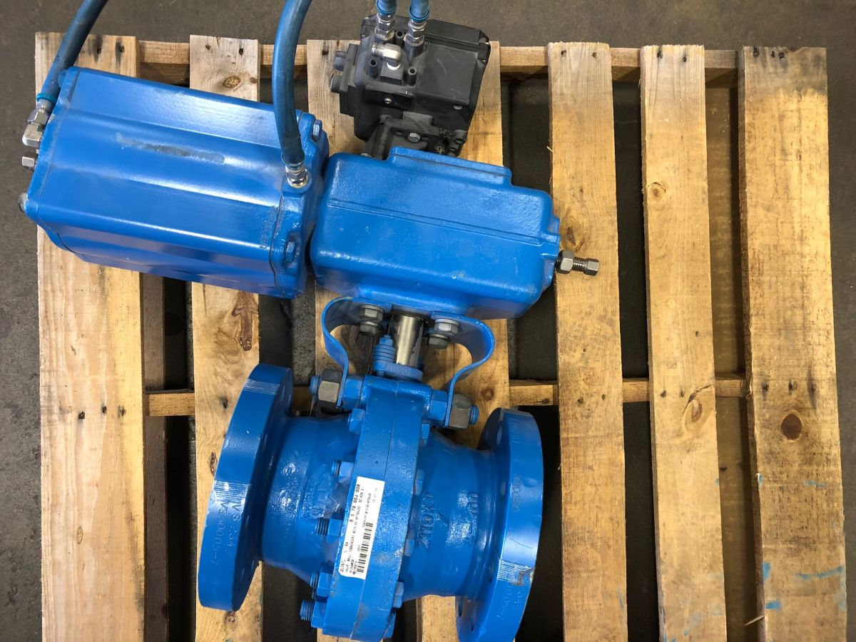 Neles Ball Valve 4in Class 300 C2DA04CCRY W/ Actuator And Positioner